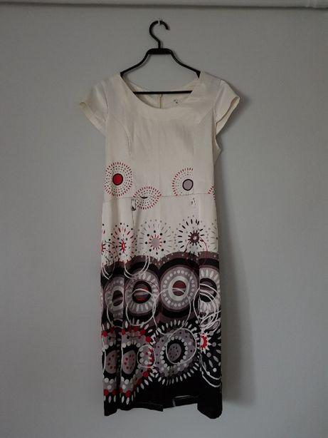 Sukienka biała z kwiatowym motywem