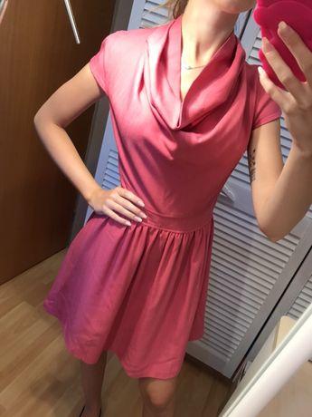 Sukienka różowa rozkloszowana golf troll xs krótki rękaw