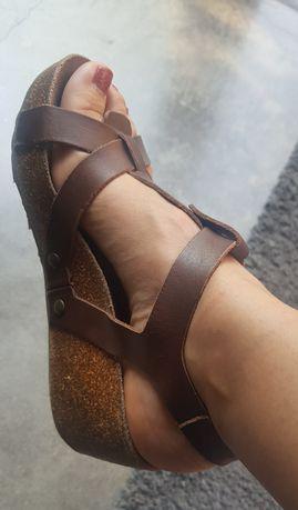 Sandálias fly london