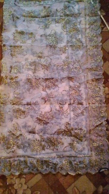 Шикарный платок в золотой россыпи