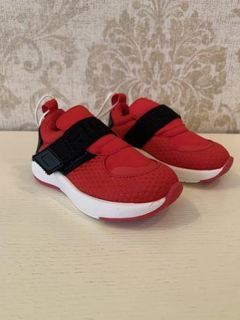 Новый кроссовки Zara kids