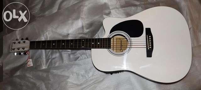 Guitarra western cutaway eletrificada