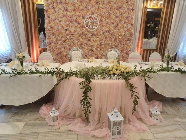 ścianka kwiatowa, napis Love - miłość, poczta weselna