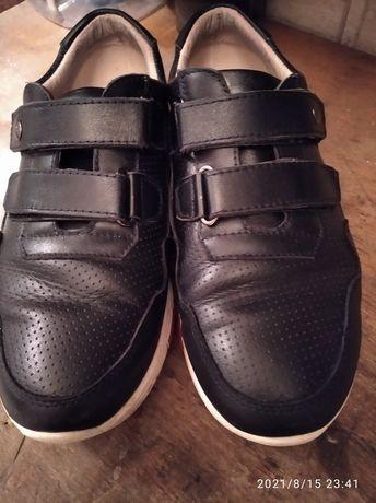 Продам туфли-кроссовки на мальчика