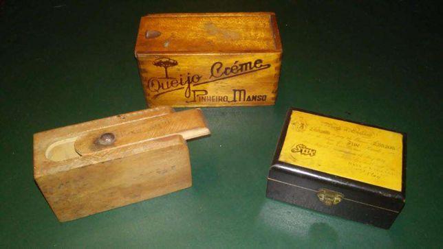 Caixas antigas em madeira