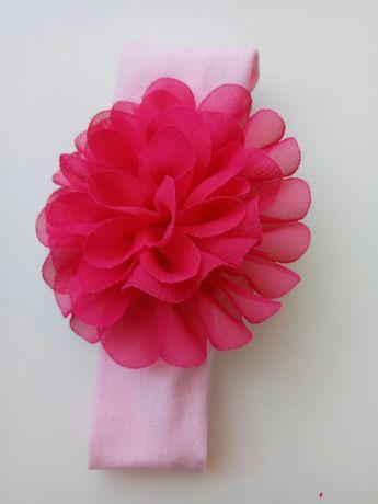 Różowa opaska na uszy z dużym kwiatkiem cool club smyk rozmiar 40/42