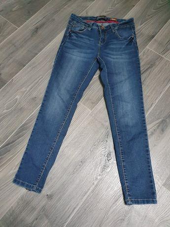Zadbane spodnie damskie jeansowe house 34