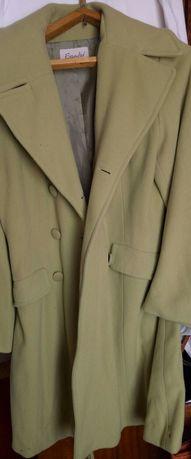 Шерстяное пальто фисташкового цвета