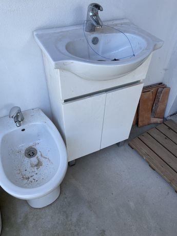 Movel com lavatorio e torneira+ bidé