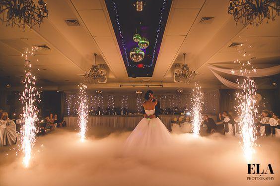 Ciężki dym pierwszy taniec co2 w chmurach fontanny iskier hit