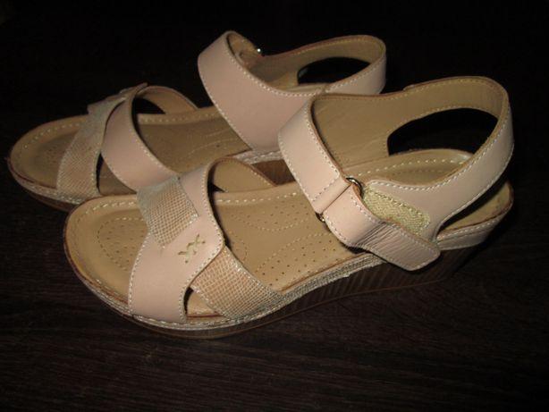 JAK NOWE Skórzane sandały na koturnie Lasocki r.38, wkładka 24,5cm