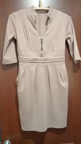 Отличное трикотажное платье р.М