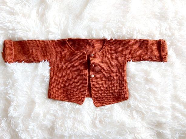 Ceglaty sweterek dla dziewczynki 0-3 dzianinowy