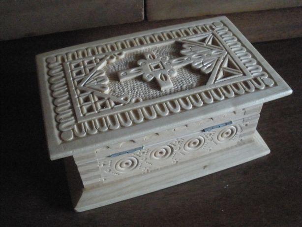 Резная лакированная деревянная шкатулка,ручная работа, для подарка.