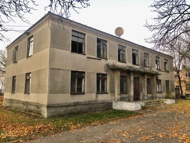 Двухэтажное здание