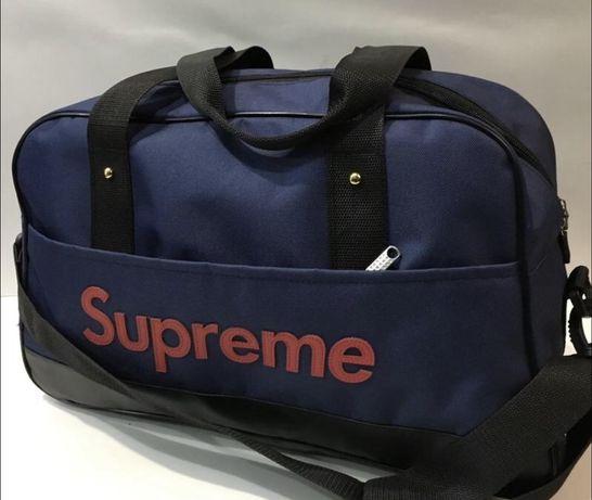 Новая спортивная сумка с модным логотипом.