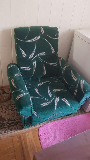 komplet wypoczynkowy- sofa i 2 fotele
