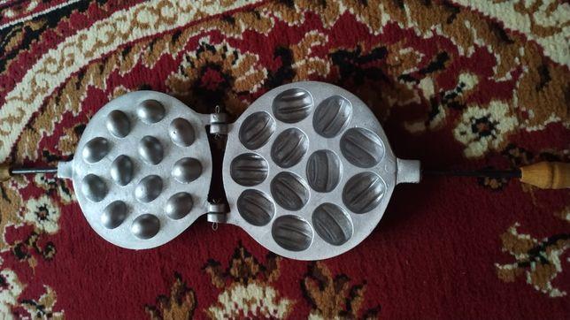 Форма для выпечки (осталось 2 шт, что на фото)
