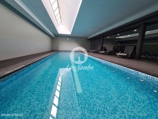 Apartamento T3 inserido em condomínio com piscina e ginásio em Vila...