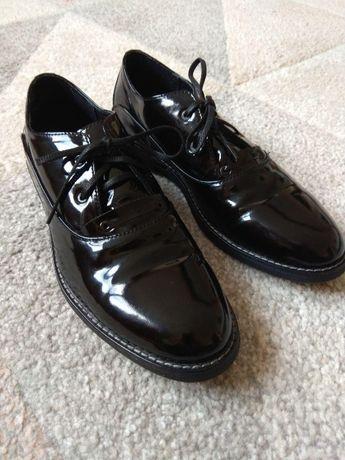 Новые лакированные туфли офксорды