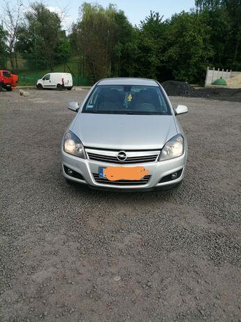 Sprzedam  lub zamienię na busa Opel Astra H 1.7 cdti