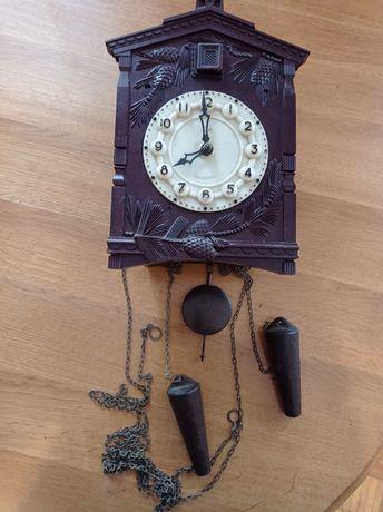 Zegar ścienny z kukułką firmy Majak.