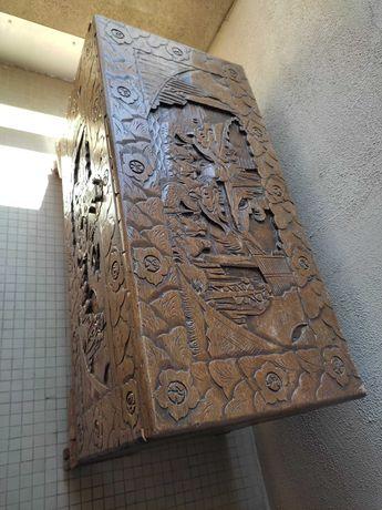 Arca antiga de madeira