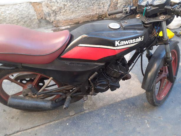 Vendo moto porque não faz me falta tenho muito vaiculos