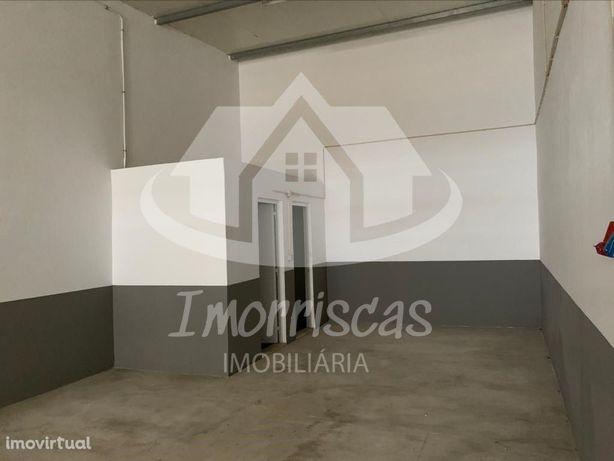 Armazém para arrendamento, com 160 m2, no Bairro de Angol...