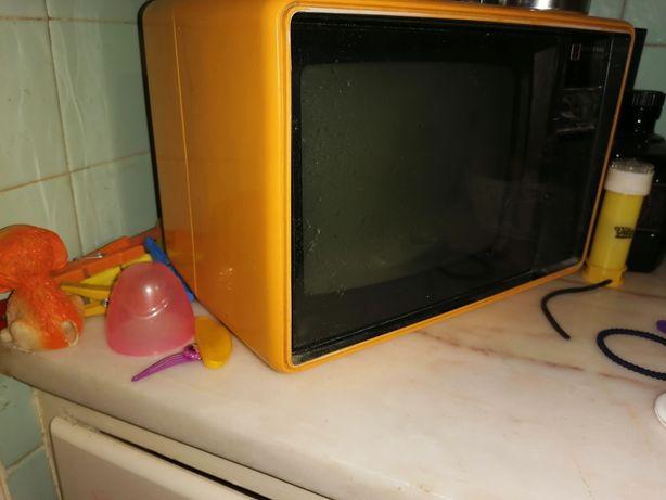 Televisão de colecção a funcionar