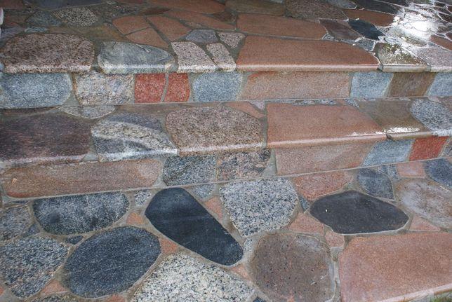 Schody , podstopnie z kamienia polnego