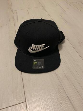 Nowa czapka z daszkiem Nike