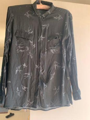Camisa preta com padrão