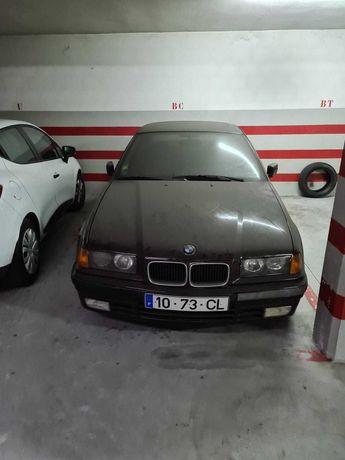 BMW 316 de garagem