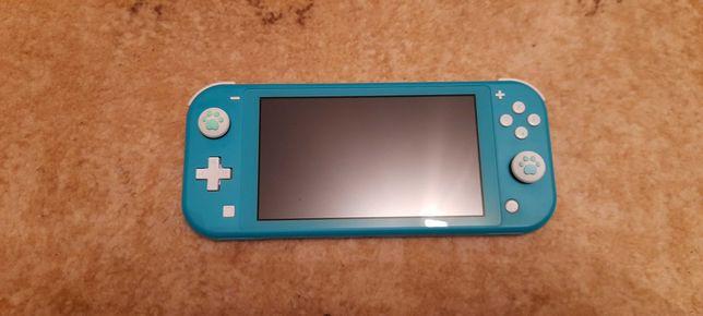 Nintendo Switch Lite + futerał i 2 gry