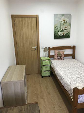 Aluga-se quarto em Moscavide