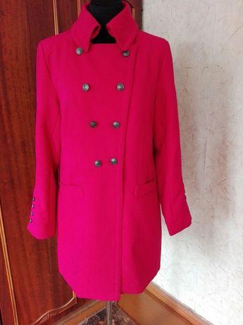 Пальто женское, размер 42,б/,состояние нового