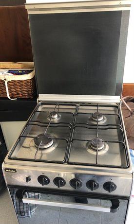 Fogão com forno a gás (butano/propano) - Meireles, bom estado