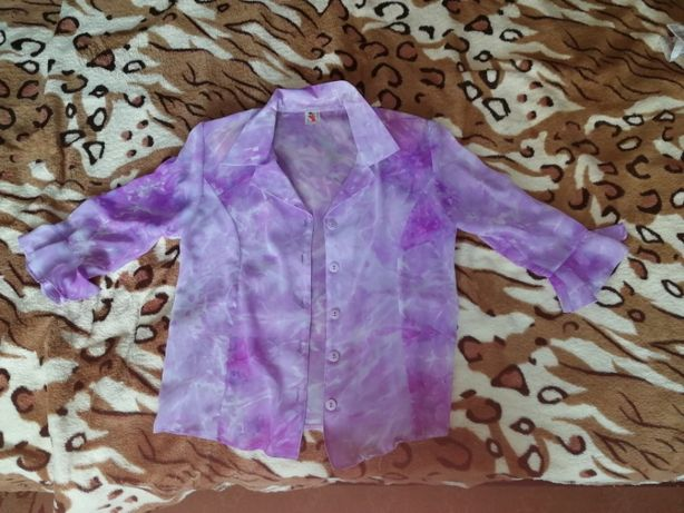 Блузка женская в отличном состоянии. размер M