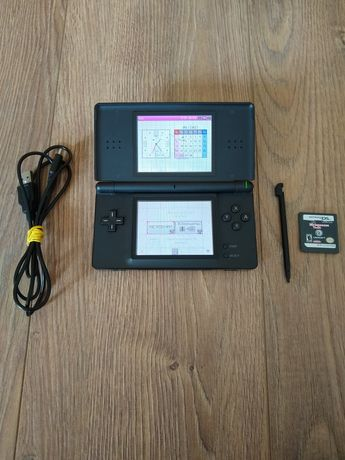 Nintendo DS Lite z grą rysikiem oraz ładowarką