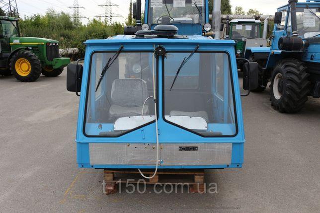 продам два лобових скла старої кабіни трактора Т-150