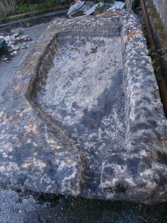bica enorme em pedra (rústico )