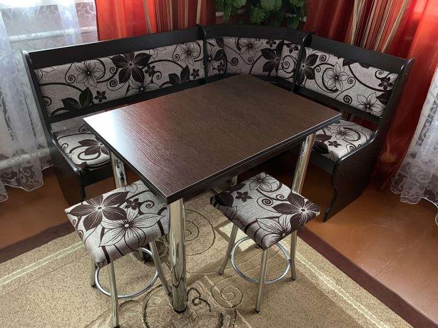 Кухонний уголок куток+ стіл з металевими ніжками + два табурети.