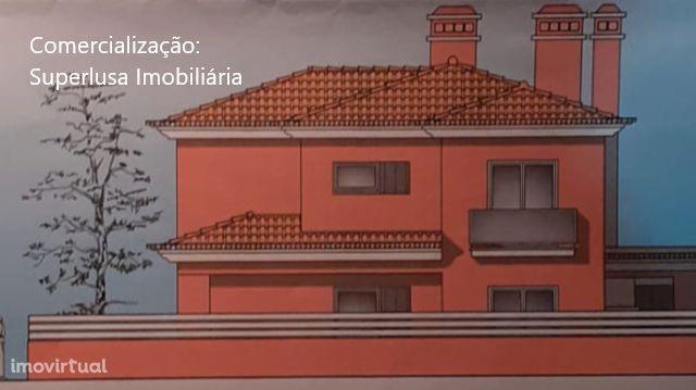 Azeitão Moradia isolada nova T4 com garagem