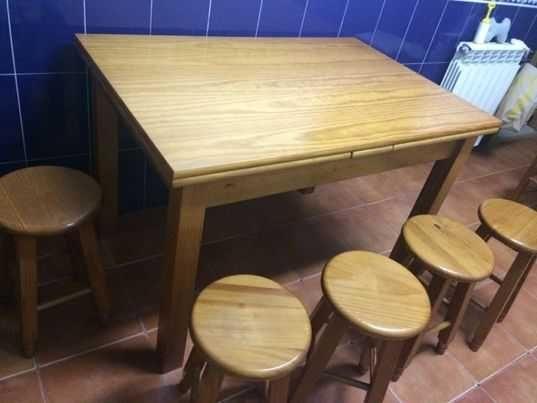 Mesa de cozinha extensível e bancos