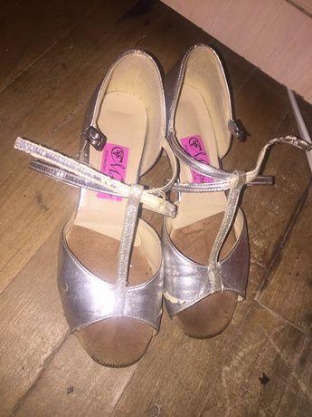 Дитячі  бальні туфлі