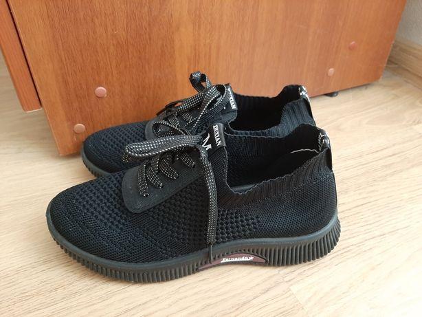 Кроссовки черные сетка