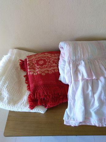 Colchas para cama de casal em excelente estado.