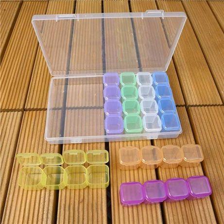 Коробка із кольоровими контейнерами для зберігання страз