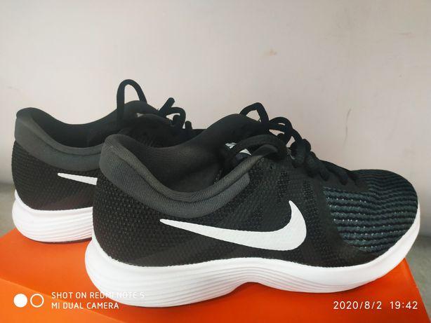 Крассовки Nike р.36новые